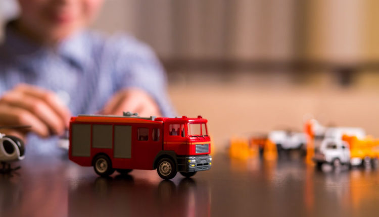 Best Radio Control Fire Trucks for 2017: Why Should Your kids have it?